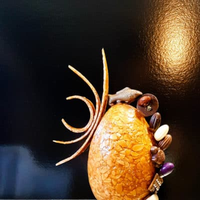 L'ŒUF NOUGATINE : création spéciale Pâques (nougatine et chocolat).