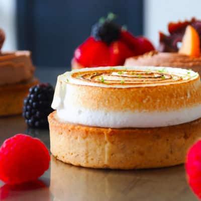 Tartelette citron meringuée :  tartelette citron et meringue fondante. Crédit photos : Solène Makara.